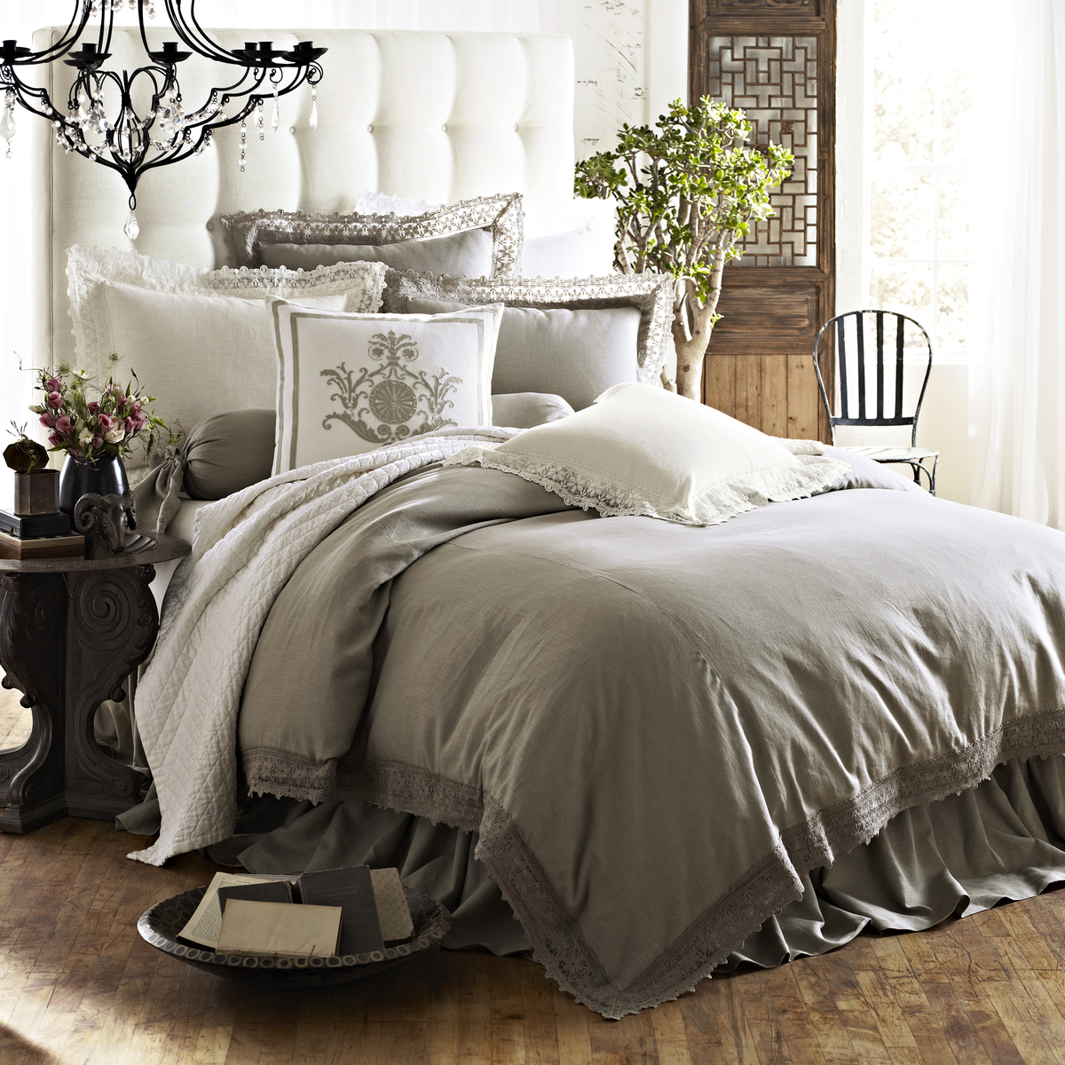 This Is A Relatively New Brand Born In 2002 And Started As Collection Of Unique Decorative Pillows It Uses Luxurious Velvets Linens Silks The