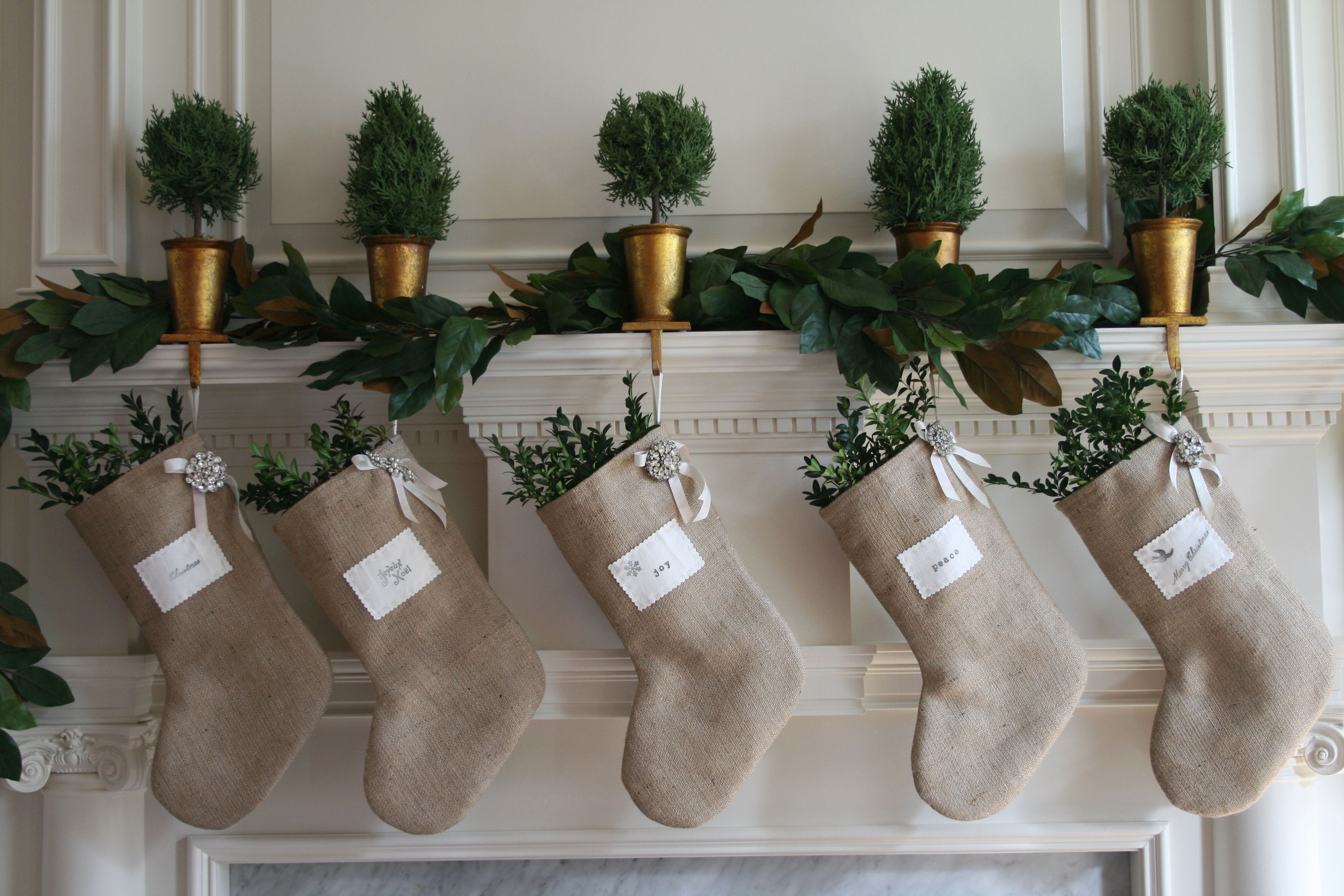 Christmas decor ideas with burlap we know how to do it - Decorating ideas using burlap ...