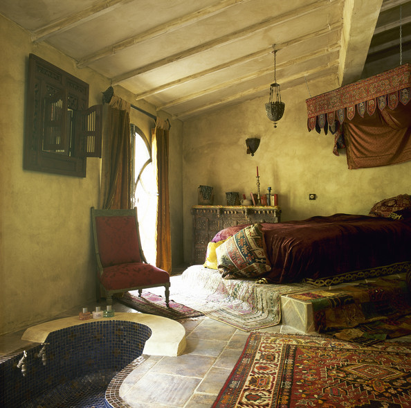 Room paint ideas red - Decorate Your Bedroom Moroccan Style L Essenziale