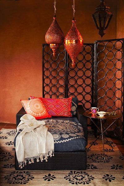 decorate your bedroom moroccan style l 39 essenziale. Black Bedroom Furniture Sets. Home Design Ideas