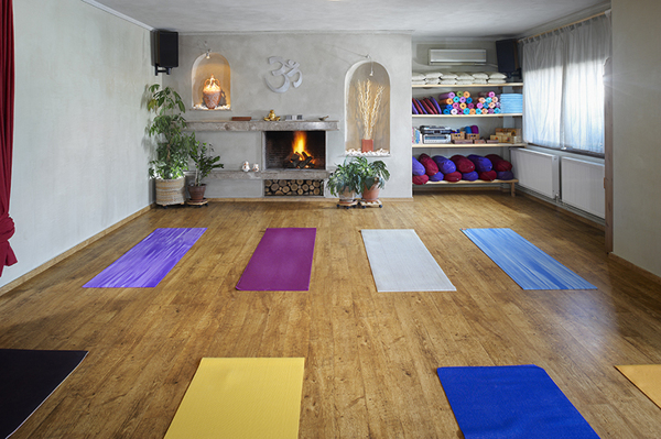 Tour armonia yoga studio in thessaloniki greece l for Studio interior designs