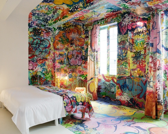 Essential trend graffiti in interior design l 39 essenziale Painting graffiti on bedroom walls