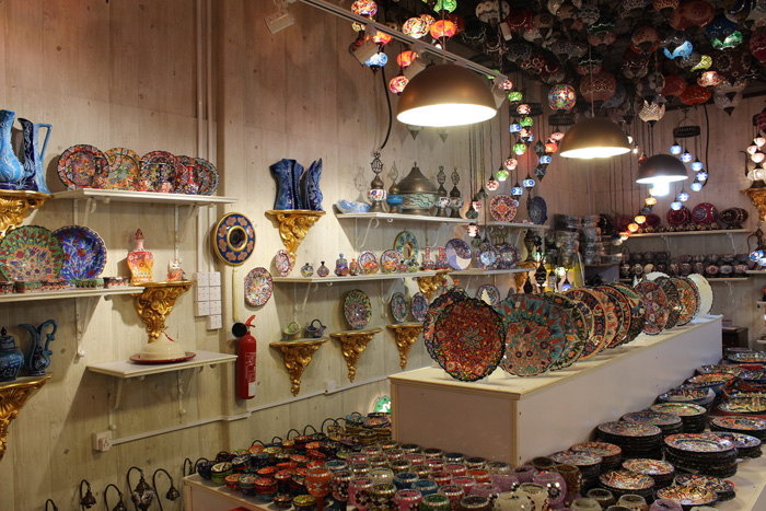 Shopping Antiques In Dubai L Essenziale