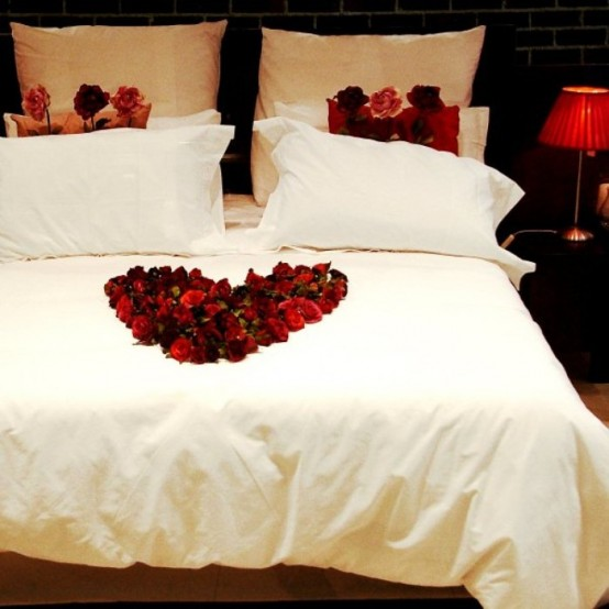 Tips for valentine s day bedroom decorations l 39 essenziale for Bed decoration with rose petals