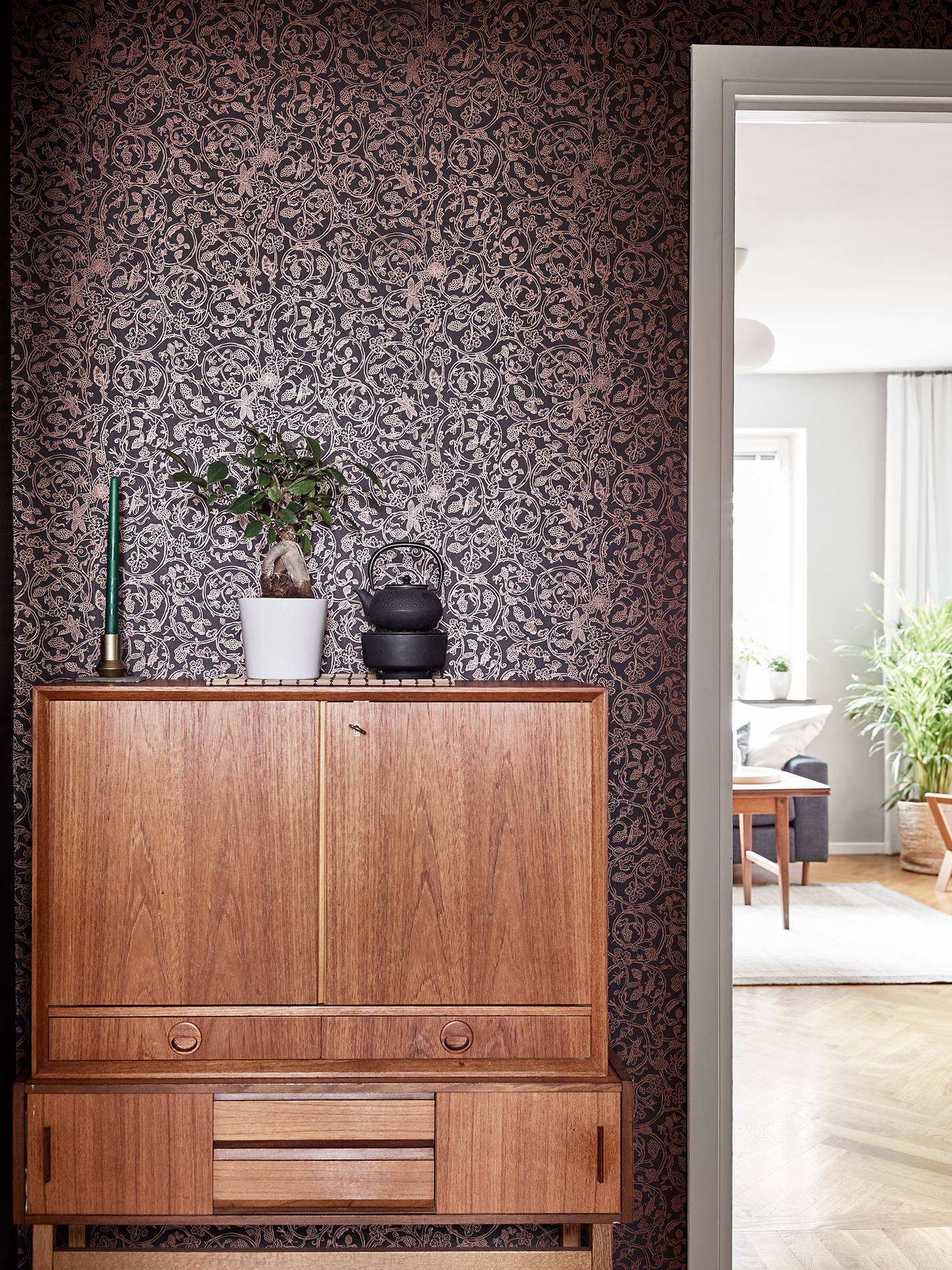 In Colour Burgundy Charming Apartment In Sweden - Sleek-and-beautiful-apartment-in-sweden