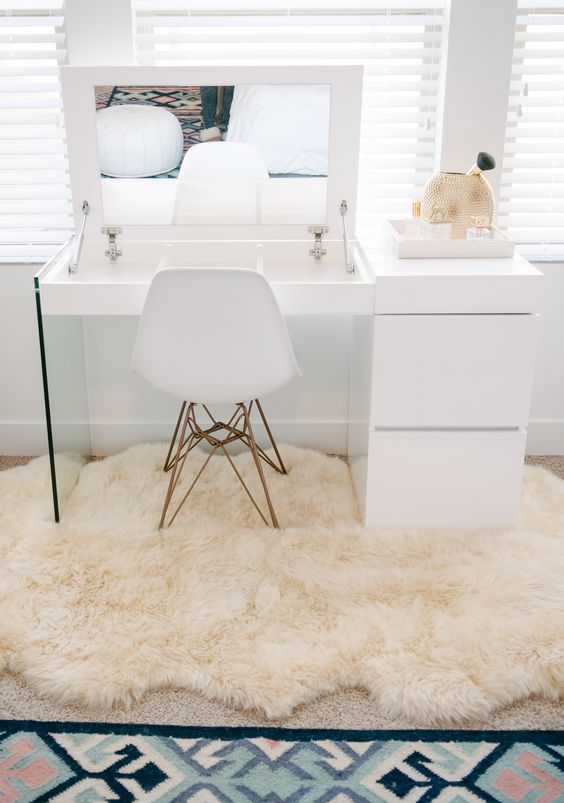 Ow To Choose The Best Makeup Vanity Mirror With Lights On It