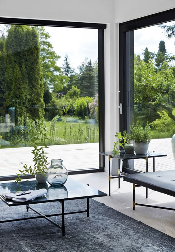 Foolproof tips to make your home window shine l 39 essenziale for Large windows for homes