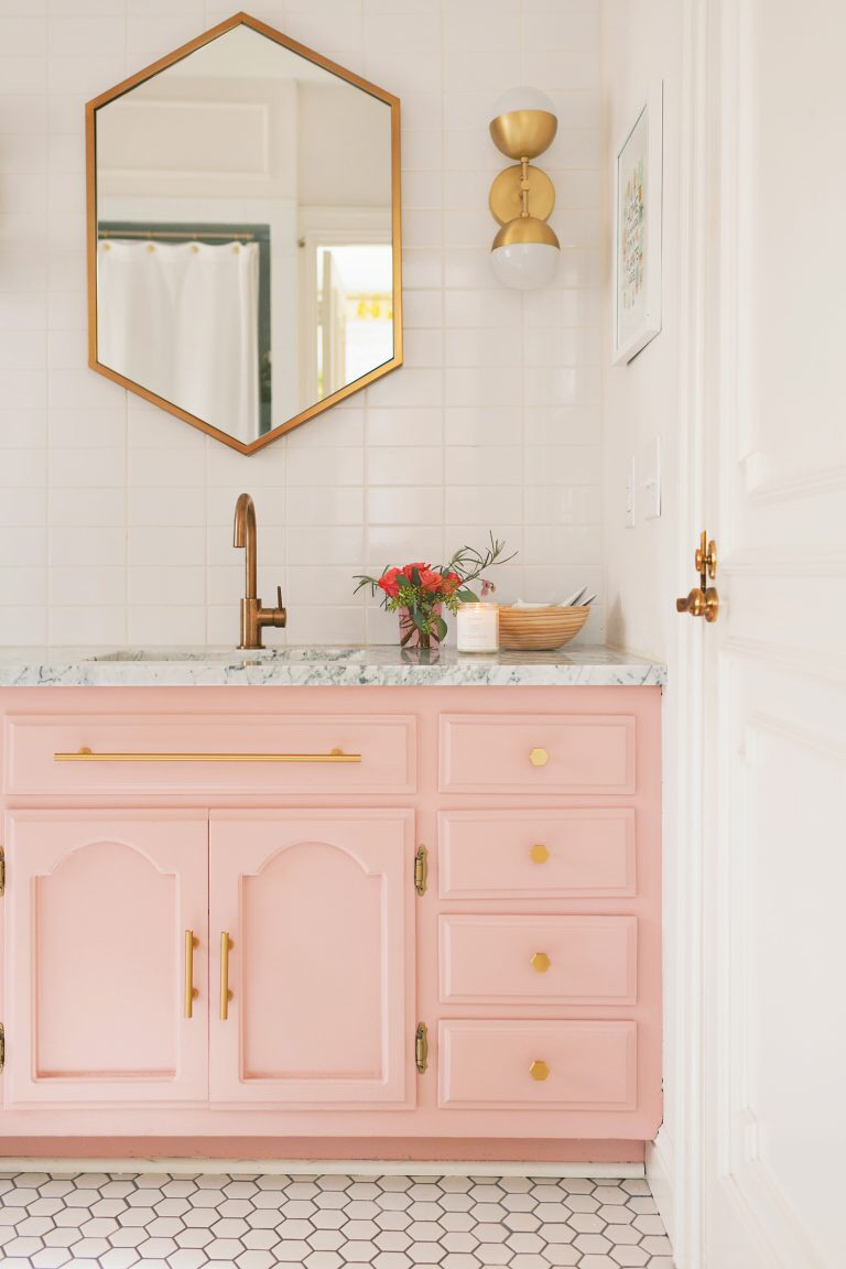 5 Tricks To Spruce Up Your Bathroom On A Budget L Essenziale