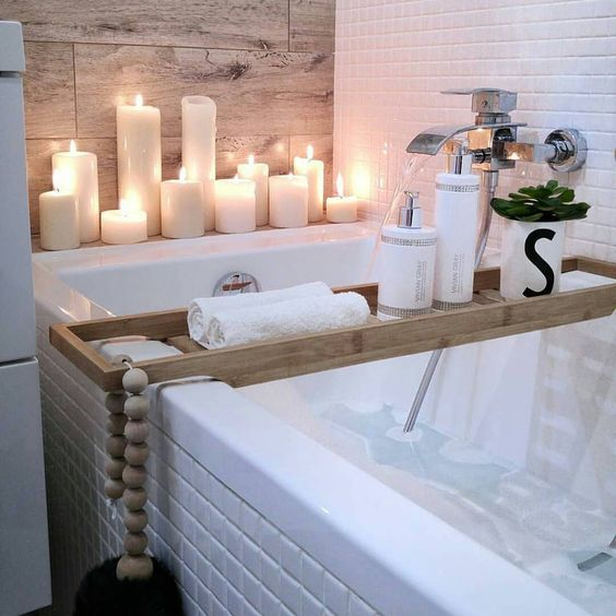 Classy ways to make your bathroom a winter wonderland l for Dekoartikel bad