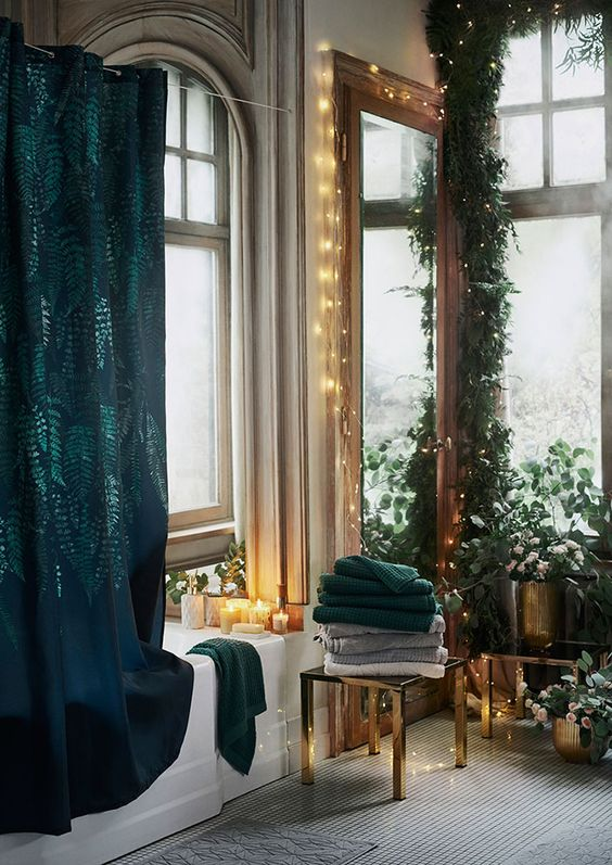 Chrismas Time: 5 Tips on How to Bring The Festive Spirit Into Your Bathroom