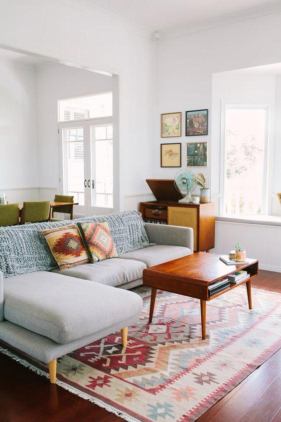 Creating a Minimalist Living Room - L' Essenziale