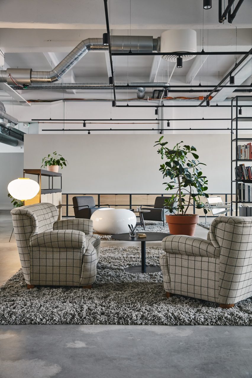 Interior design tips to give your office a modern look