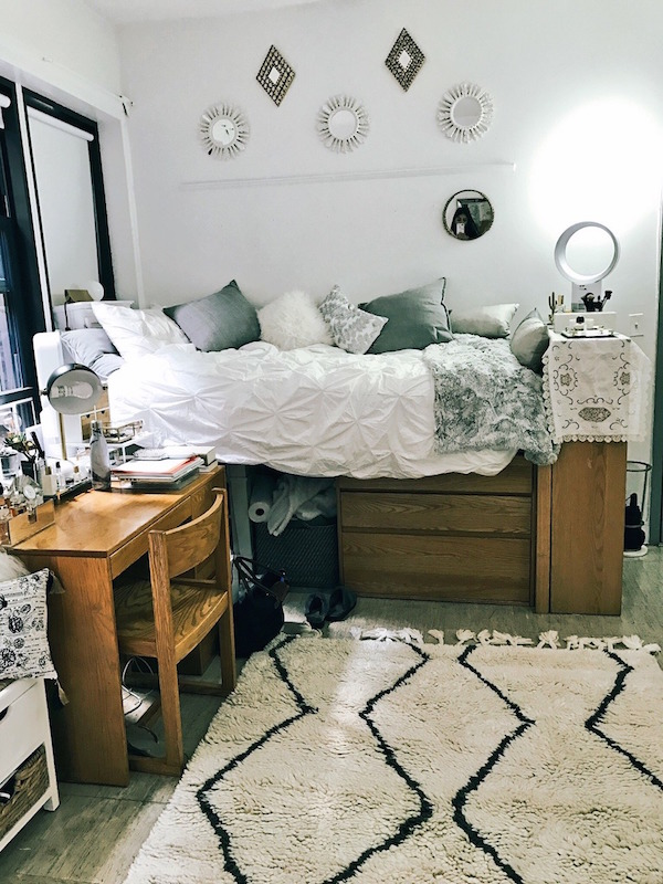 5 Creative Ways to Decorate Your Dorm Room | L'Essenziale